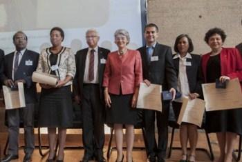 Parte dos vencedores dos Prémios de Alfabetização. Foto: Unesco.