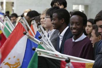 Jovens presentes na cerimônia do Dia Internacional da Paz. Foto: ONU/Evan Schneider