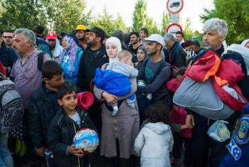 Refugiados húngaros num centro de registo. Foto: Acnur/Mark Henley