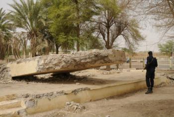 Monumento em Timbuktu destruído por extremistas. Foto: Minusma/Sophie Ravier