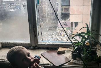 Criança em sua casa em Donetsk. Foto: © UNICEF/NYHQ2014-3507/Volpi