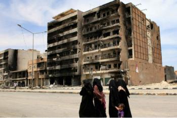 Cívis caminham na cidade de Misrata, na Líbia. UNHCR/Helen Caux (arquivo)
