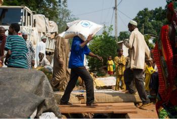 Ponto de distribuição do Programa Mundial de Alimentação em Bangui. Foto: OCHA/Phil Moore