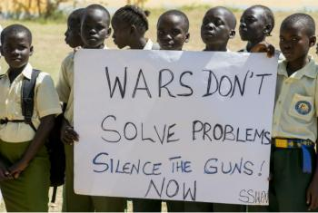 Estudantes durante o último dia internacional da Paz no Centro Cultural de Nyakuron, em Juba. Imagem: