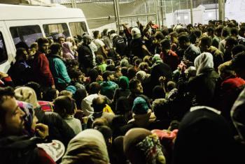 A OIM afirma que em novembro, 105 mil pessoas deixaram a Grécia em direção à Macedônia.Foto: Acnur/Achilleas Zavallis
