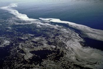 A OMS informa que a exposição a águas contaminadas pode causar problemas gastrointestinais e viroses. Foto: ONU/Cahail