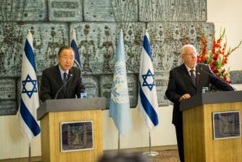 Ban Ki-moon em conferência de imprensa com o presidente de Israel, Reuben Rivlin. Foto: ONU/Rick Bajornas