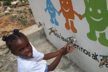Iniciativa incentiva a lavar as mãos com sabão ou cinza. Foto: Unicef.