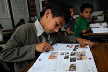 O Fundo para a Infância construiu 40 novas escolas e instalou 114 salas de aula pré-fabricadas por todo o país. Foto: Dana Smillie / Banco Mundial