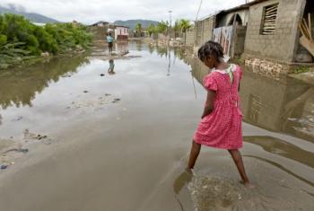 7 mil famílias tiveram as suas casas total ou parcialmente destruídas.Foto: ONU/Logan Abassi