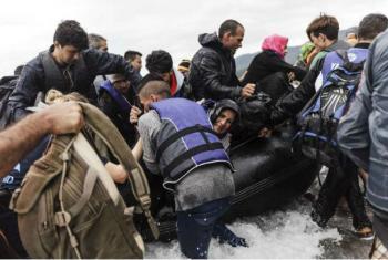 Grupo de refugiados desembarca na ilha de Lesbos, na Grécia. Foto: Acnur/Achilleas Zavallis