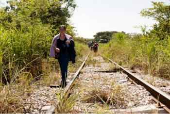 Mulher de El Salvador caminha em Chiapas, no México, em outubro deste ano.Foto: Acnur/M.Redondo
