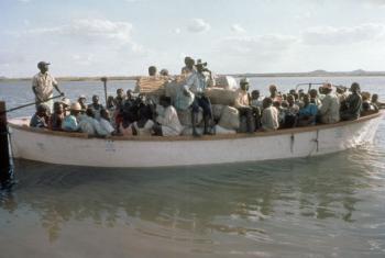 Refugiados moçambicanos no Malaui regressam ao seu país, voluntariamente, a 1 de dezembro de 1994, após a guerra civil. Foto: Acnur/J.M. Goudstikker