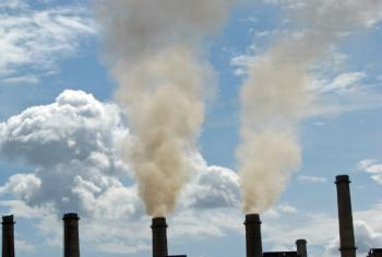 Emissões de uma antiga usina de energia movida a carvão no Kosovo. Foto: Banco Mundial/Lundrim Aliu