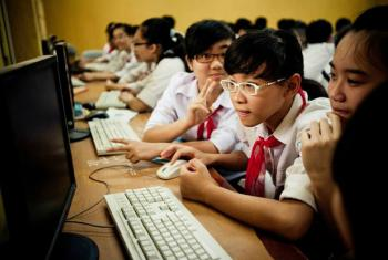 As crianças representam um terço dos usuários da internet. Foto: ONU Vietnã/ Aidan Dockery