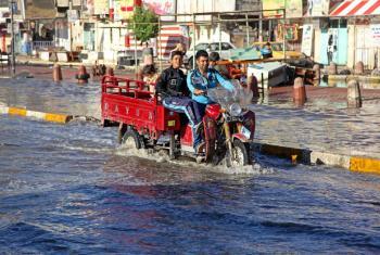 Rua inundada em Bagdá, após fortes chuvas em outubro de 2015. Foto: Unicef/Wathiq Khuzaie.