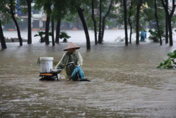 Desastres relacionados ao clima, como enchentes, estão em ascensão. Foto: Irin/Tung X. Ngo