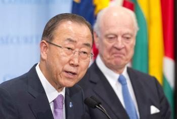 Secretário-geral da ONU, Ban Ki-moon, e enviado especial da ONU para a Síria, Staffan de Mistura, falam a jornalistas após reunião do Conselho de Segurança sobre a situação no país. Foto: ONU/Mark Garten
