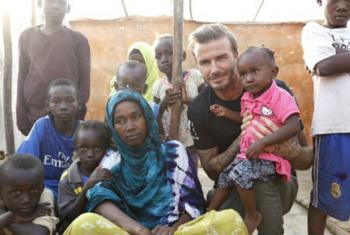 David Beckham em visita ao campo de refugiados no Djibuti. Foto: Unicef