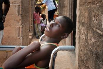 Plano visa assegurar acesso a acesso a serviços sanitários e sociais. Foto: Amminadab Jean/Handicap International/Unicef.