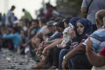 Refugiados sírios aguardam em em Tovarnik, na Croácia. Foto: Acnur/I. Pavicevic
