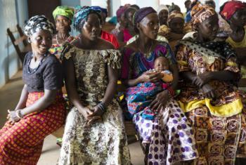 Trabalho nas comunidades foi essencial. Foto: OMS Serra Leoa/Martine Perret
