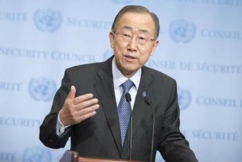 Ban Ki-moon fala com jornalistas na sede da ONU. Foto: ONU/Rick Bajornas