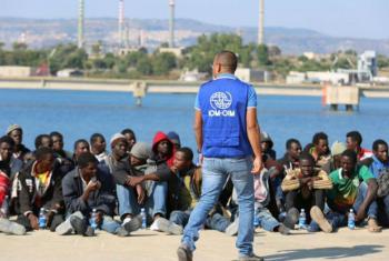 Migrantes e refugiados do Norte de África em Lampedusa, na Itália. Foto: OIM