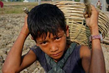 Calcula-se que 5,5 milhões de crianças estejam a sofrer algum tipo de escravidão moderna.Foto: OIT