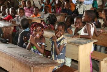 PMA defende que alimentação escolar pode ajudar para aumentar ingresso das raparigas na escola. Foto: PMA/Donaig Le Du.