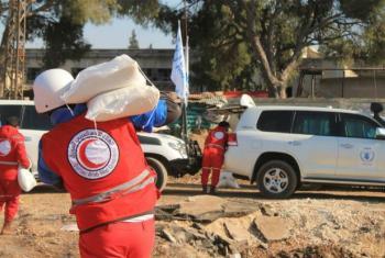 O Crescente Vermelho Árabe na Síria distribui alimentos do PMA.Foto: Sarc Homs
