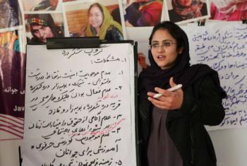 Workshop para mulheres afegãs, em Cabul. Foto: Unama