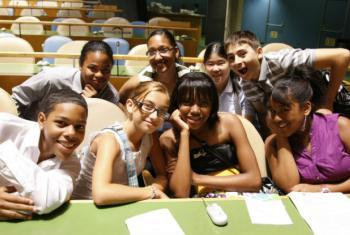 Jovens participam de um evento na Assembleia Geral. Foto: ONU/Paulo Filgueiras