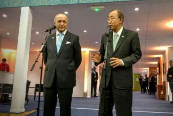 Laurent Fabius e Ban Ki-moon nesta sexta-feira, na COP21. Foto: ONU/Florencia Soto-Nino