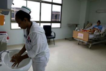 Meta é realizar intervenções cirúrgicas em estruturas próximas às comunidades e o atendimento de grávidas com complicações. Foto: OMS WHO/C. Jasso