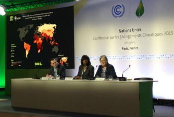 Na COP21, a chefe do PMA (centro), lança a nova ferramenta da agência da ONU. Foto: Rádio ONU/Cristina Silveiro