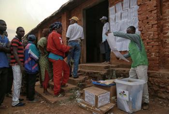 Eleitores na República Centro-Africana foram às urnas em 30 de dezembro de 2015. Foto: Minusca.