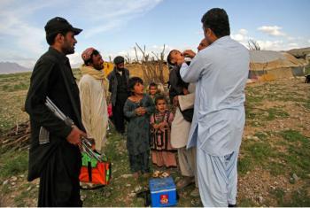 Equipe de combate à pólio vacina crianças em Quetta, no Paquistão. Foto: Unicef/Asad Zaidi