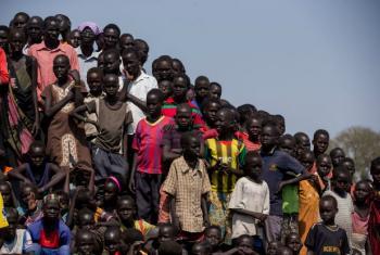 Um grupo de crianças no Centro de Proteção de Civis da Missão da ONU no Sudão do Sul, Unmiss, em Bentiu, no estado de Unidade. Foto: ONU/JC McIlwaine
