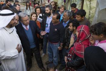 António Guterres em encontro com refugiados sírios no Líbano. Foto: Acnur