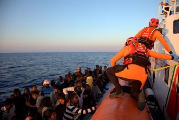 Migrantes resgatados pela Guarda Costeira da Itália. Foto: OIM/Francesco Malavolta
