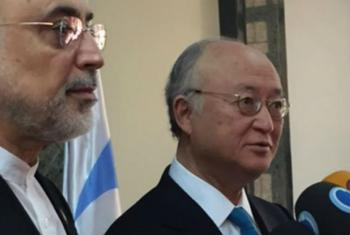 O diretor-geral da AIEA, Yukiya Amano (dir.), e o vice-presidente e diretor da Organização de Energia Atômica do Irã, Ali Akbar Salehi. Foto: Aiea/F. Dahl