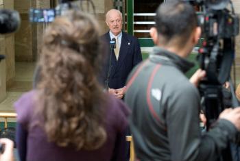 Staffan de Mistura fala com jornalistas, em Genebra. Foto: ONU/Jean-Marc Ferré.
