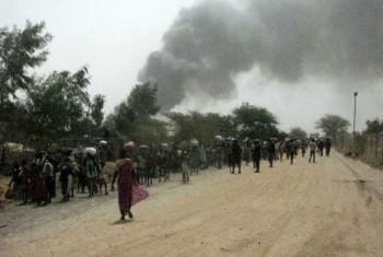 Civis fogem da violência em Malakal, no Sudão do Sul. Foto: Unmiss/Nyang Touch