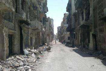 Rua com escombros e prédios destruídos na cidade de Homs, na Síria. Foto: Unicef/Nasar Ali