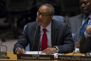 O embaixador do Quênia junto às Nações Unidas e presidente da Comissão de Consolidação da Paz, Macharia Kamau. Foto: ONU/Rick Bajorna
