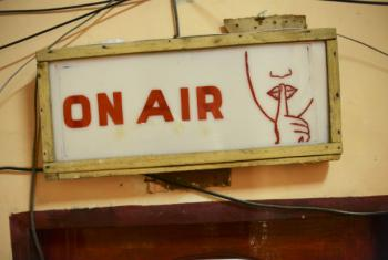 """Para a Unesco, o rádio """"é salvação em momentos de emergência e desastre"""".Foto: ONU/Tobin Jones"""