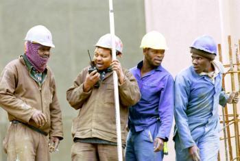 Trabalhadores da construção civil na África do Sul. Foto: Banco Mundial/Trevor Samson