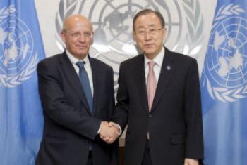 O secretário-geral da ONU, Ban Ki-moon (à dir.), com Augusto Santos Silva. Foto: ONU/Rick Bajornas