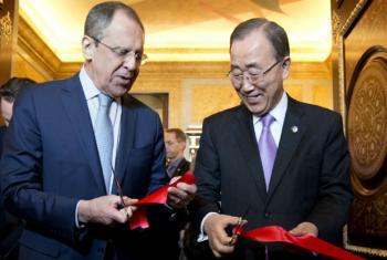O secretário-geral da ONU, Ban Ki-moon (à dir.), e o ministro das Relações Exteriores russo, Sergey Lavrov. Foto: ONU/Jean-Marc Ferré